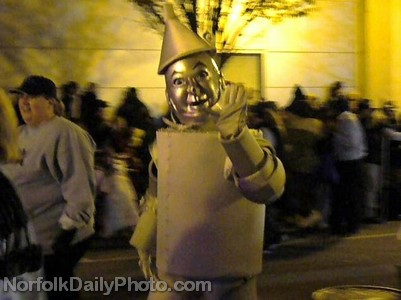 Tin Man from Cox Communications - Norfolk Grand Illumination Parade