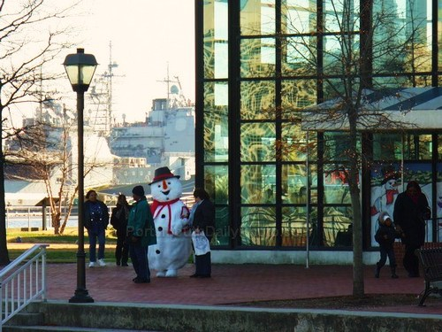 Frosty the Snowman with Friends at the High Street Landing